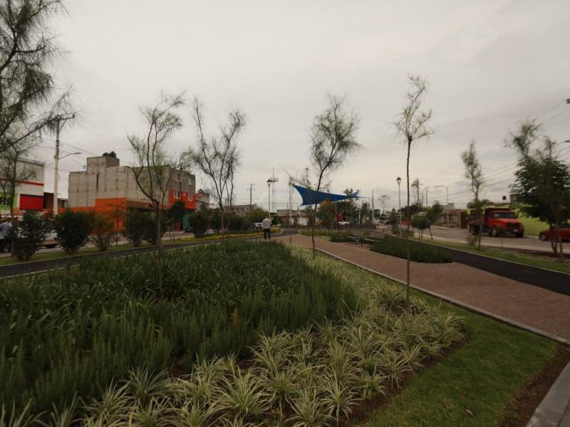 Continúa rehabilitación de parques en la capital queretana