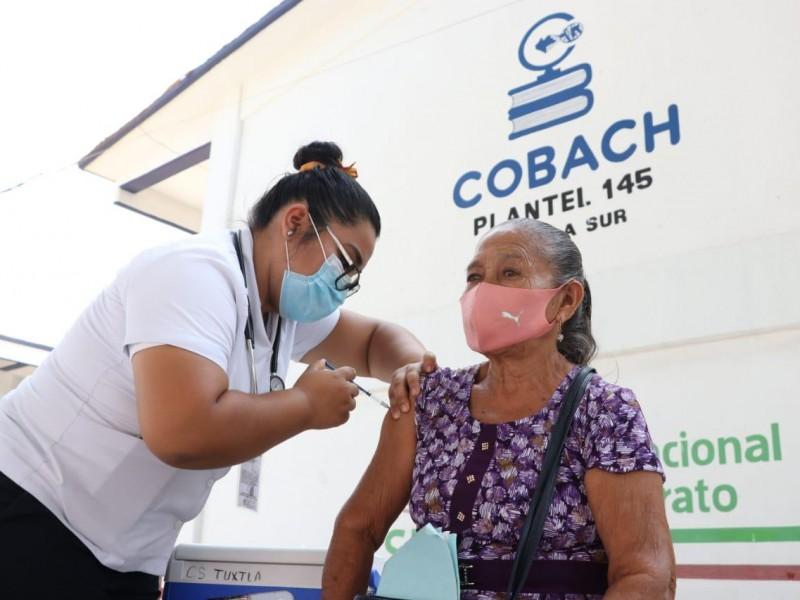Continúa Vacunación Anti COVID en adultos mayores