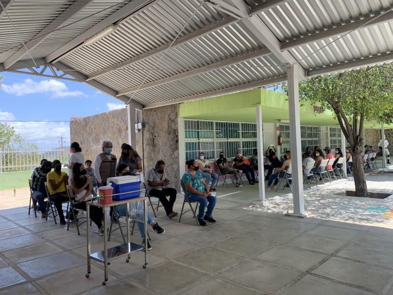 Continúa vacunación contra el COVID-19 en La Paz