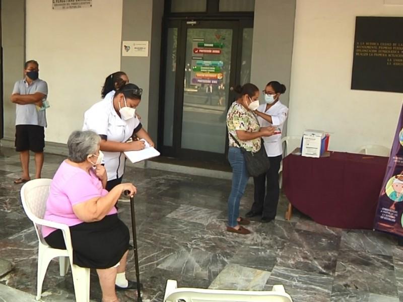 Continúa vacunación contra la influenza en Veracruz