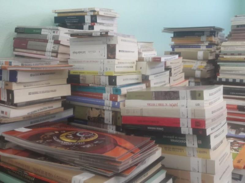Continúan bibliotecas dando servicio con aforo reducido