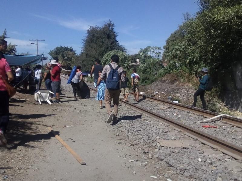 Continúan bloqueadas vías en algunos puntos de Michoacán