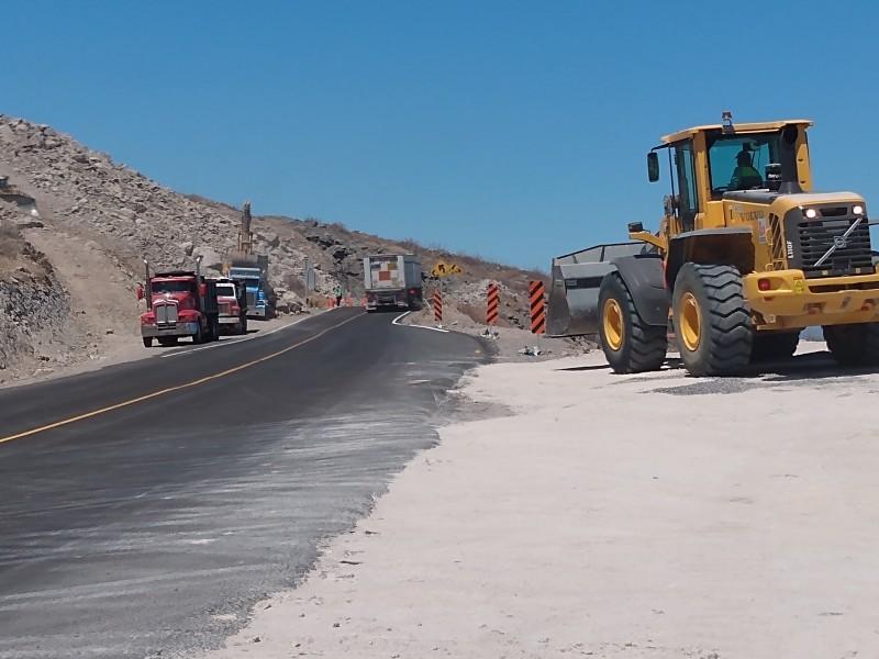 Continúan construcciónes en carretera Pichilingue