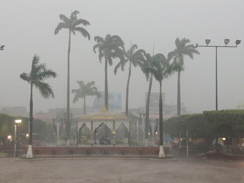 Continúan estragos por lluvias