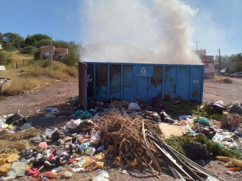 Continúan incendios en contenedores, ahora en el Rastro