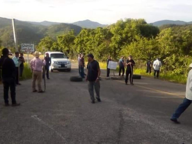Continúan los bloqueos en Bochil
