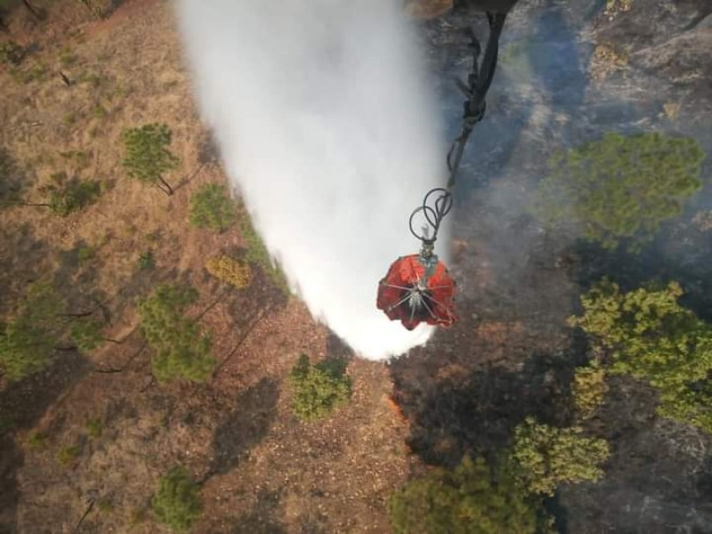 Continúan los trabajos para combatir incendio en Uruapan