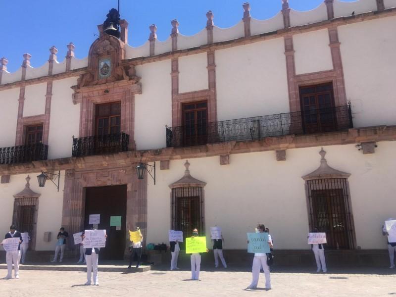 Continúan protestas de enfermeras, piden sueldo digno