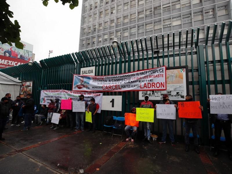 Continúan protestas en el PRI en contra de Alejandro Moreno