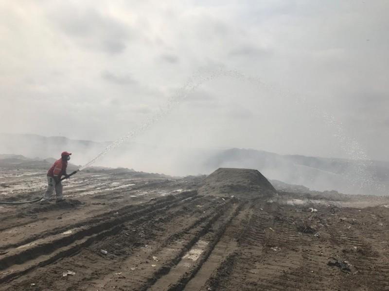 Continúan trabajos para mitigar incendio en basurero