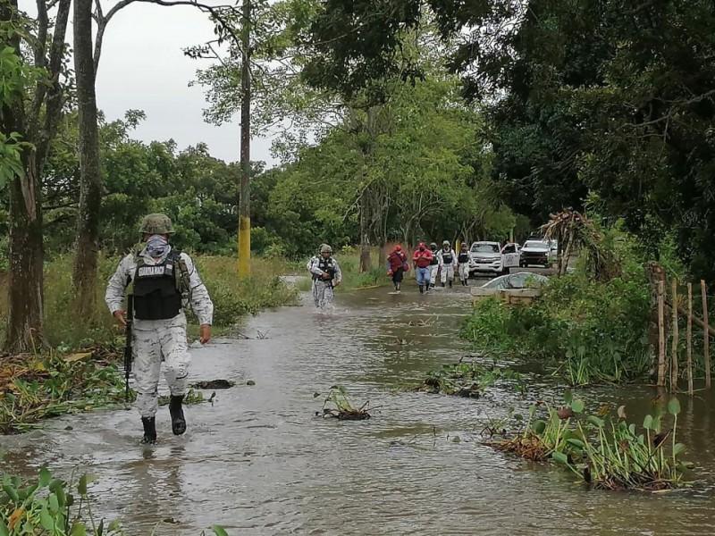 Continúan trabajos para restablecer caminos en Tabasco