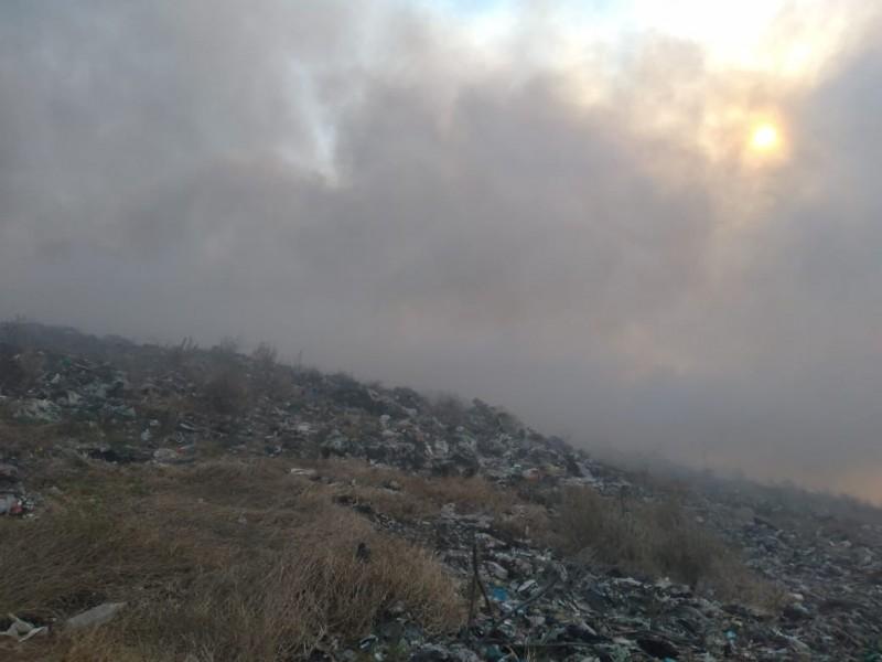 Continúan trabajos para sofocar incendio de basurero