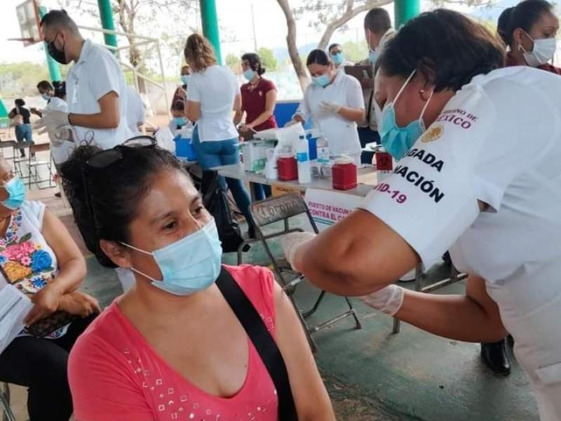 Continuará vacunación para mayores de 50 años este lunes