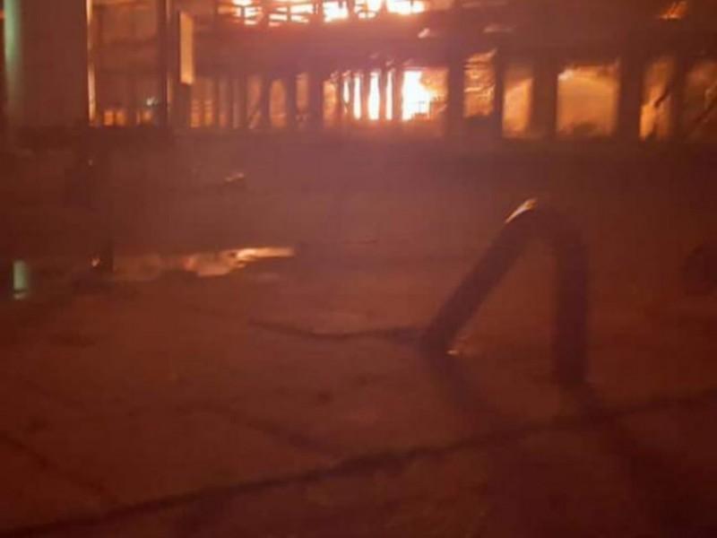 Controlado el incendio de Pemex en Salina Cruz