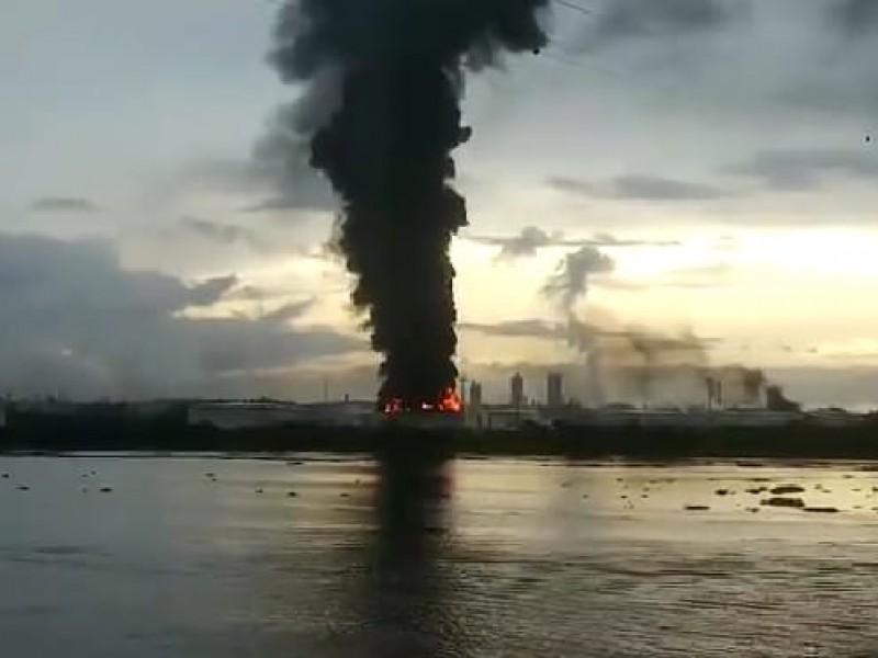 Controlan incendio en terminal marítima del Complejo Pajaritos