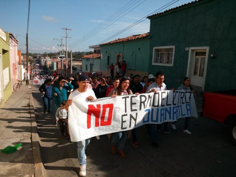 Convierten desfile de Revolución en protesta contra termoeléctrica