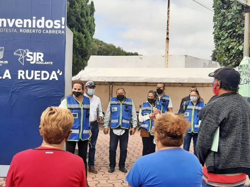 Coordina IVEQ atención a familias en La Rueda, San Juan