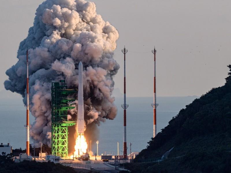 Corea del Sur lanza su primer cohete de fabricación nacional