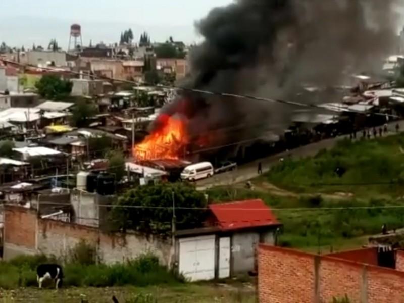 Corto circuito causa de incendio al sur de Morelia