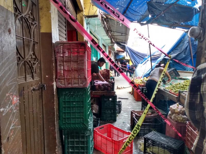 Corto circuito en el Mercado Hidalgo alertó a bomberos municipales