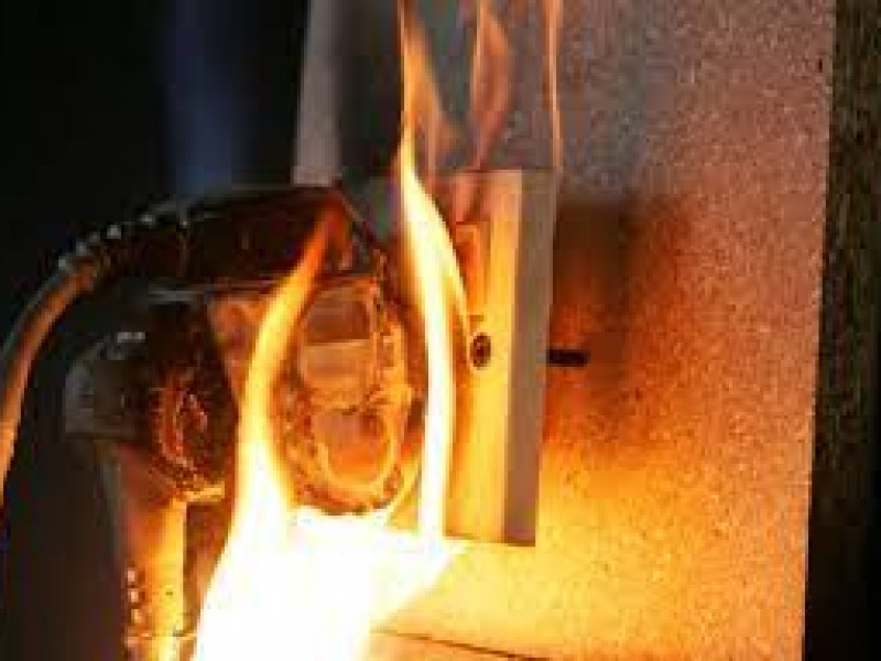 Cortos circuitos principal causa de incendios en el hogar