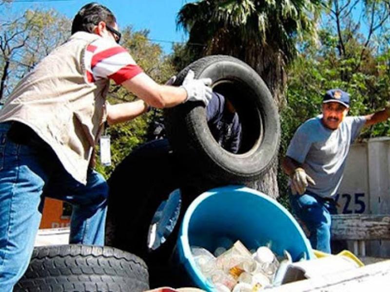 Covid-19 afecta recolección cacharros en la Villa para prevenir dengue