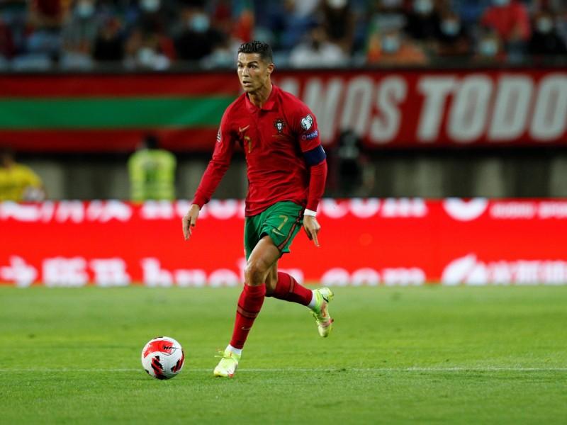 CR7, con récord, salva a Portugal de caer ante Irlanda