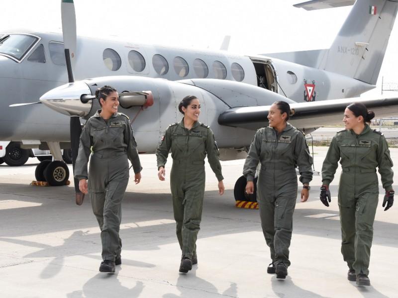 📸👩✈️✈️Crean primera tripulación aérea integrada por mujeres