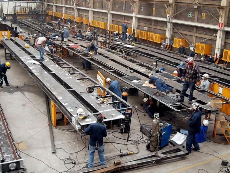 Crece el coronavirus y cae la actividad industrial en México