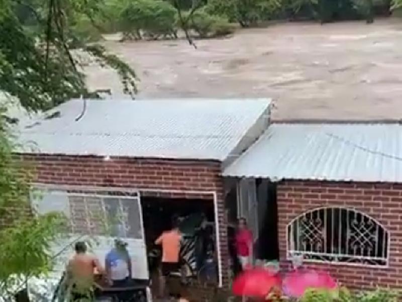Evacuan a habitantes en Chicoasen por