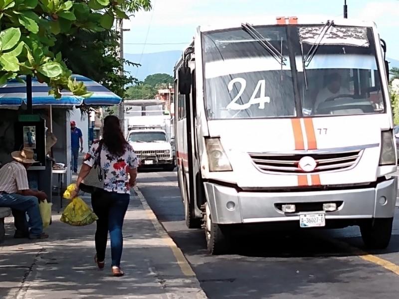 Crece uso de cubrebocas en transporte; algunos no quieren portarlo