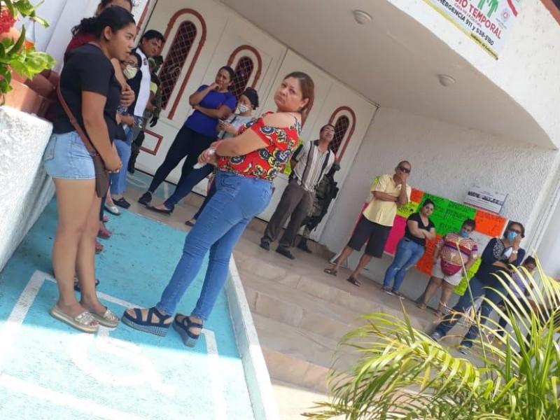 Crisis económica comienza a desesperar a comerciantes de Petatlán