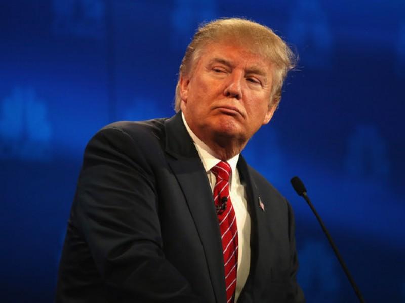 Critican a Trump por negar pasaportes a hispanos