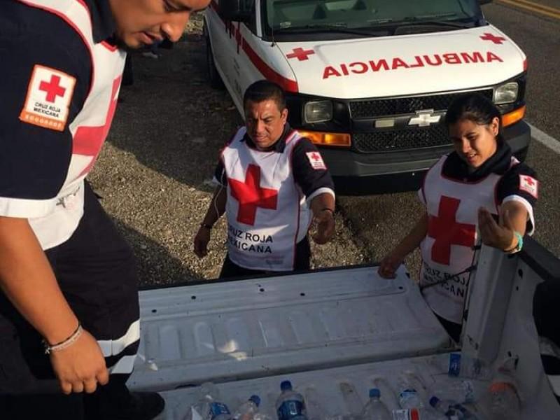 Cruz roja atiende a desplazados en Caravana.