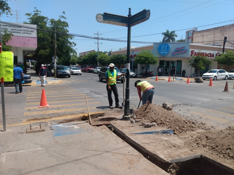 Cruzar la calle Cuauhtémoc, riesgo inminente para el peatón