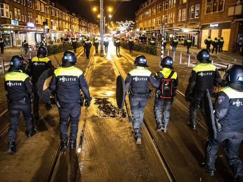 Cuarta noche de disturbios en Países Bajos, detienen a 131