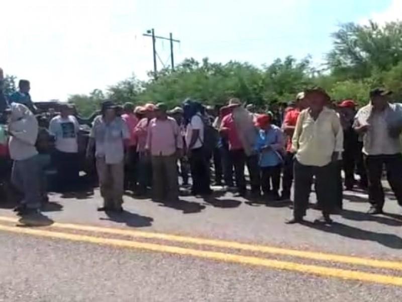 Cuarto día de bloqueo, incomunicado Oaxaca con Chiapas