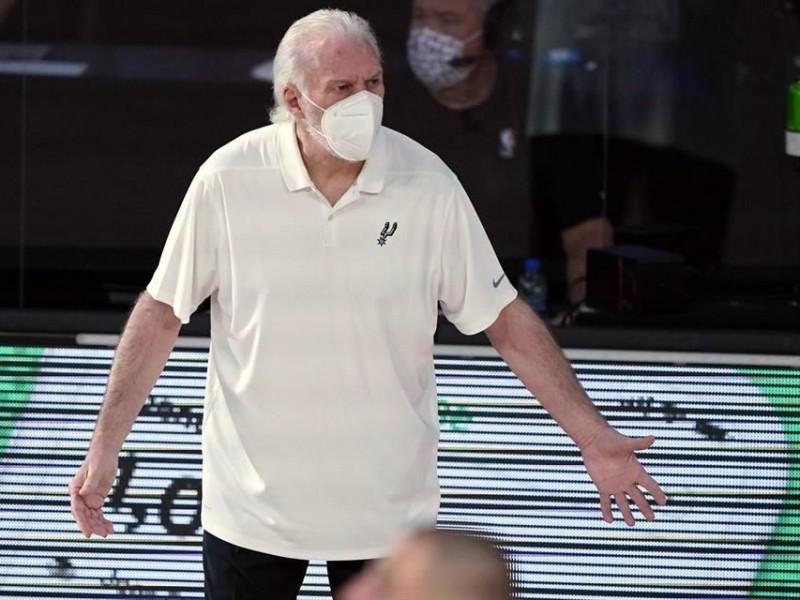 Cubre bocas obligatorio para los coach de la NBA