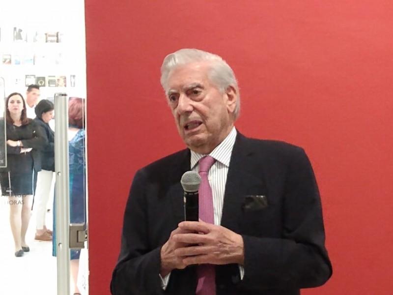 Cuestiona Vargas Llosa 'populismo' de AMLO