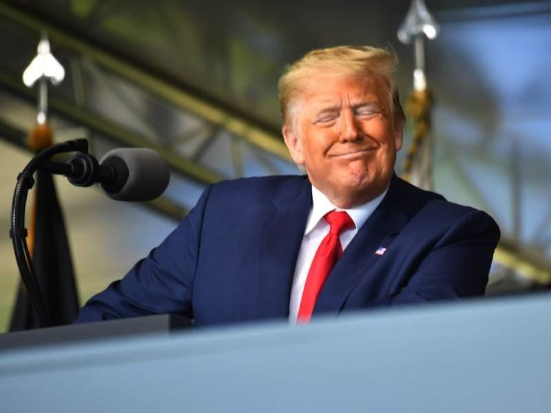 Cuestionan la salud de Trump tras cumplir 74 años