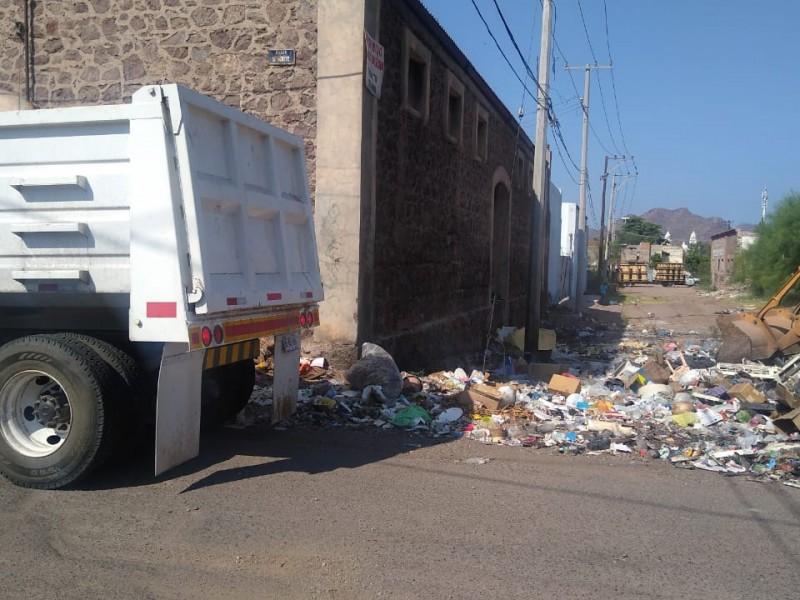 Cumple SPM con limpieza de basurero clandestino