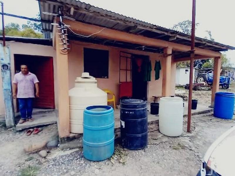 Damnificados carecen de agua y alimentos en Tuxpan