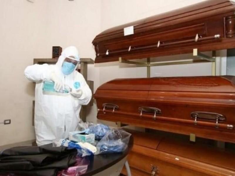 Dan beca por fallecimiento de padres por COVID19 en Veracruz