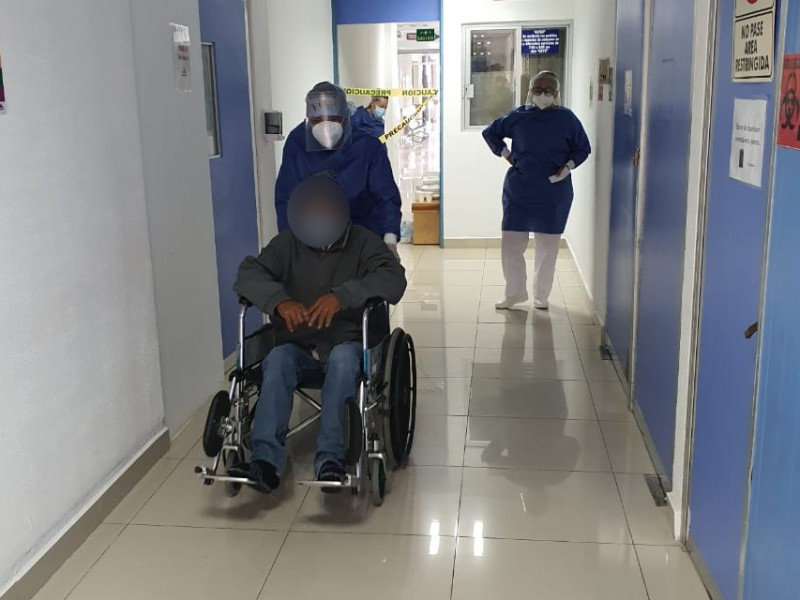 Dan de alta a dos pacientes COVID-19 en Zitácuaro