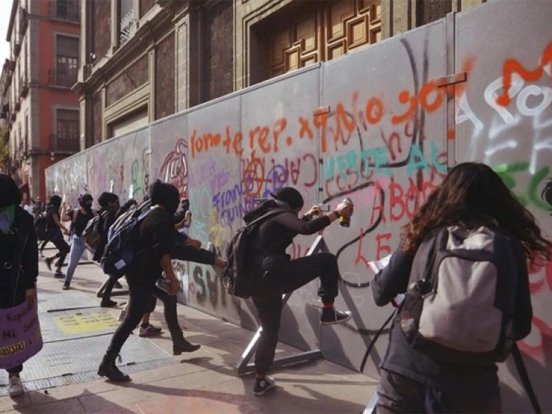 Dan de alta joven agredida por policías durante protesta