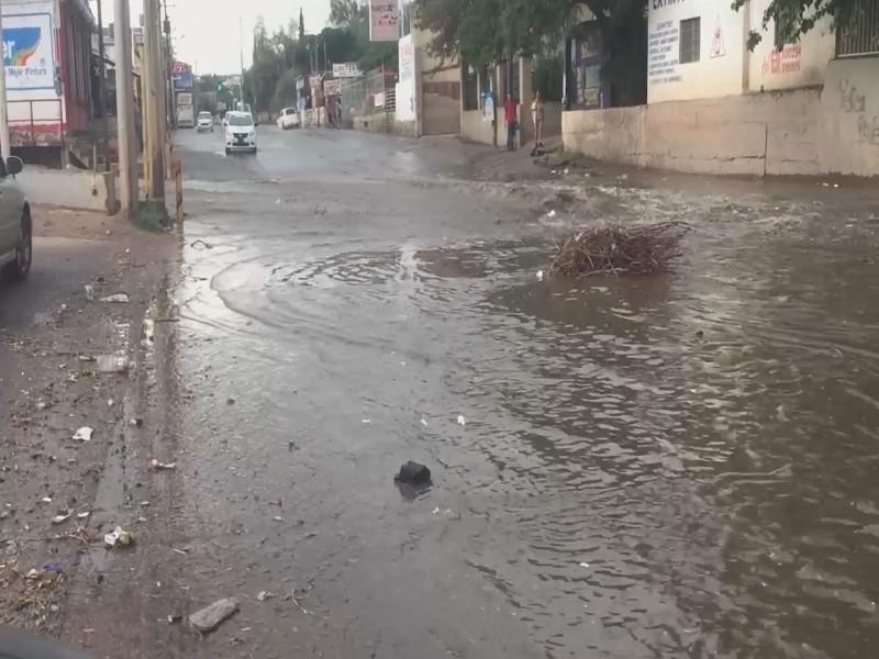 Dan mantenimiento a vialidades afectadas por lluvias