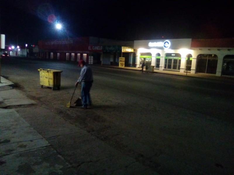De noche barren las calles del Centro