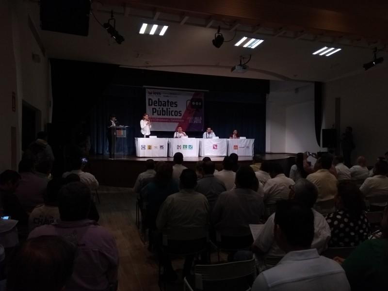 Debaten candidatos por el distrito 04 en Ahome
