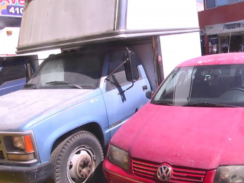 Decenas de autos abandonados plaza Américas