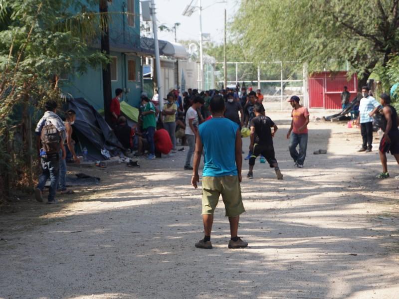 Decenas de migrantes llegan a albergue de Ixtepec